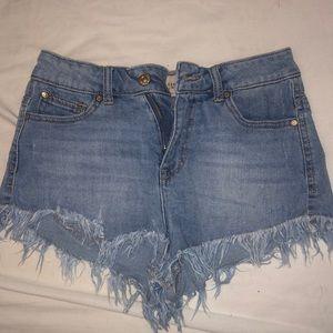 Celebrity pink jeen shorts,